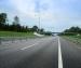 В Поморье мужчина, сидевший на дороге, погиб под колесами авто