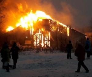 В Архангельске горело складское помещение