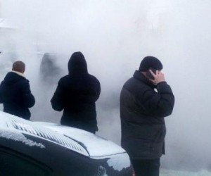 В Архангельске напротив центрального рынка прорвало теплосети