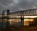 Охранник железнодорожного моста в Архангельске упал в воду