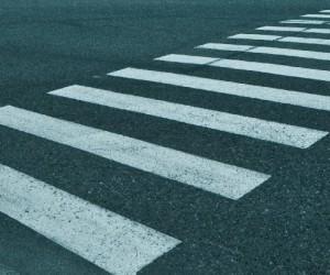 Пьяный водитель Архангельска насмерть сбил мать с дочкой на пешеходном переходе и скрылся