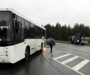 Под Архангельском столкнулись МАЗ и пассажирский автобус