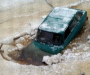 В Архангельске под лед провалился автомобиль