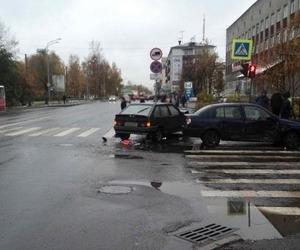 Две легковушки столкнулись в Архангельске