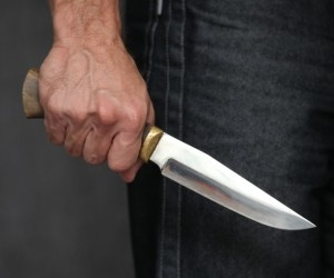 В Архангельске мужчина из-за ревности пырнул ножом своего соперника