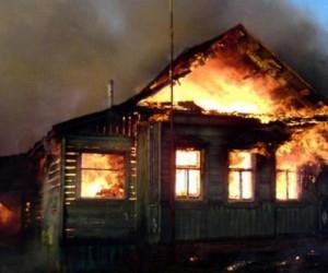Житель деревне около Белого моря нарочно поджег свой дом
