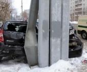 Угонщик самосвала снес несколько машин на парковке в Архангельске