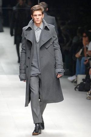 Мужчины выбирают простоту в выборе одежды