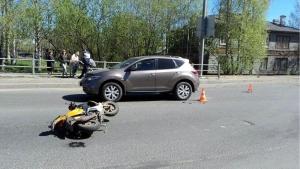 Пьяный водитель на скутере попал в ДТП в Архангельске