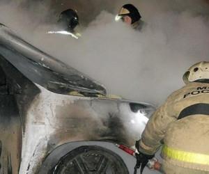 В Архангельске огонь уничтожил кроссовер