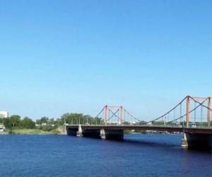 В Архангельске женщина спрыгнула с моста