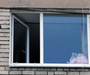 В Северодвинске из окна выпала девочка
