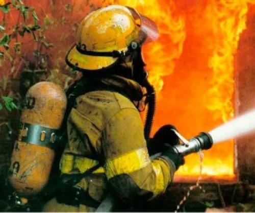 ВАрхангельске произошел сильный пожар натерритории Соломбальского машиностроительного завода