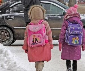 В центре Архангельска сбили двух школьниц