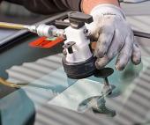 Как лучше отремонтировать дефект в автостекле?
