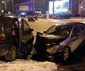 8 марта две девушки получили травмы в ДТП