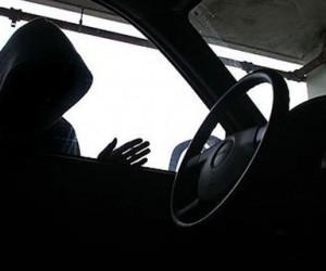 В праздничные дни житель Няндома украл машину