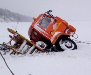 В Архангельской области большегруз провалился под лед