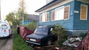 В Архангельской области малолетние угонщики протаранили частный дом