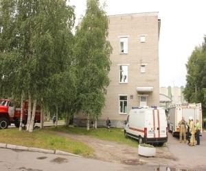 30 человек подверглись эвакуации из детской больницы Архангельска