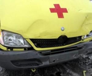 В Архангельске столкнулись легковушка и машина скорой помощи
