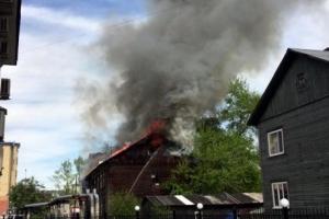 В Архангельске горел деревянный дом