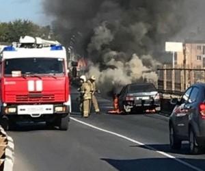 В Архангельске на дороге горел автомобиль