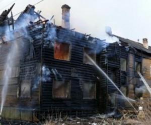 В Маймаксе дважды горел расселенный дом