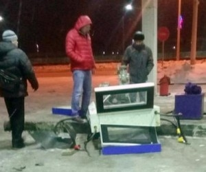 В Северодвинске пьяный водитель снес колонку АЗС