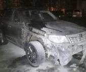 В центре Архангельска ночью неизвестные пытались спалить иномарку