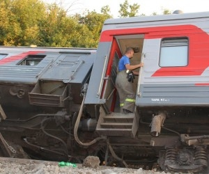 Под Архангельском пассажирский поезд сошел с рельсов