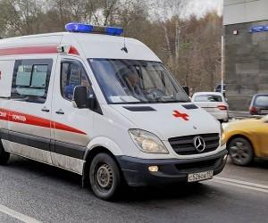 В центре Архангельска перевернулась карета скорой помощи