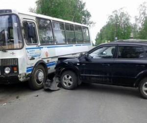 В Онеге женщина-водитель врезалась в ПАЗик