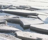На озере Холмовском труп пенсионера вырубали изо льда