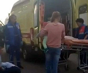 В Архангельске мужчину с детской коляской пырнули ножом