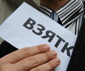 Узбекистанец, который пытался ублажить миграционную службу взяткой, попал под следствие